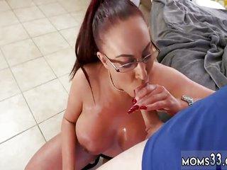 Mature mom virtual Big Tit Step-Mom Gets a Massage