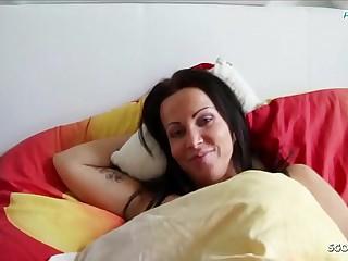 Sohn fickt seine eigene Stief Mutter im Ehebett wenn Papa arbeiten ist Deutsch - German Mother